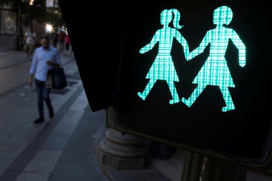 Šviesoforas su tos pačios lyties asmenų poromis