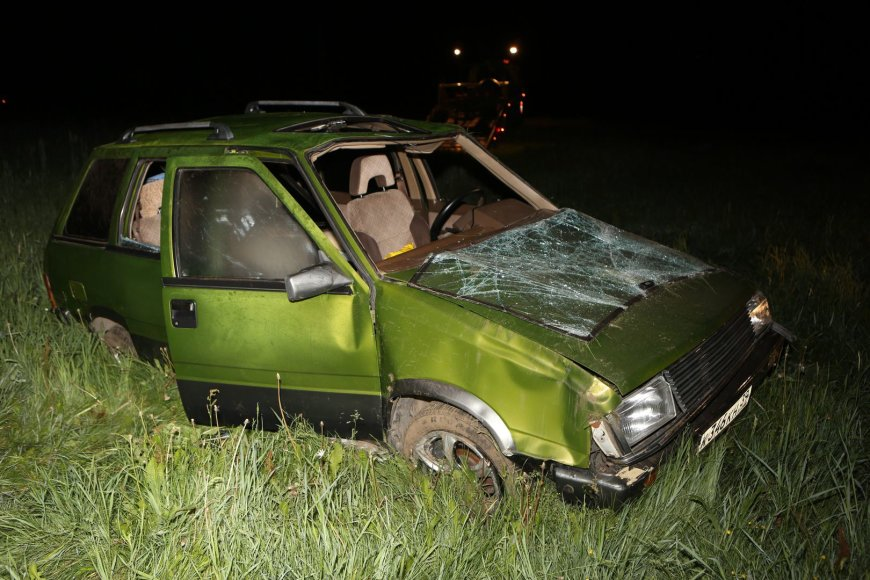 """Automobilis """"Nissan Prairie"""" po avarijos"""