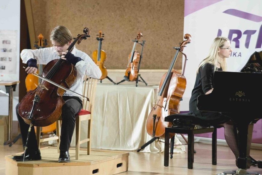 Konkurso laureatas violončelininkas  Augustas Gocentas