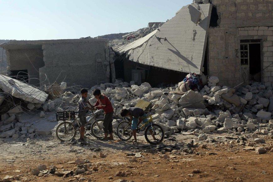 JAV surengė mažiausiai 13 antskrydžių prieš džihadistus Sirijoje.