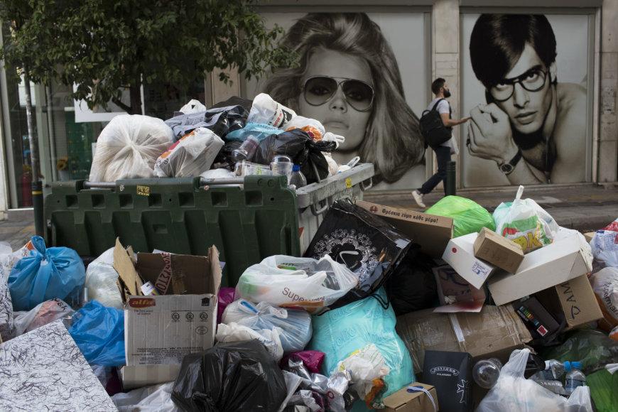 Streikuojant atliekų surinkėjams, Atėnai skęsta šiukšlėse