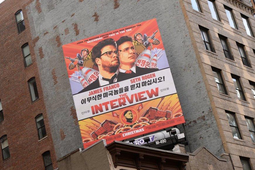 """Filmo """"Interviu"""" apie pasikėsinimą į Kim Jong Uną plakatas"""