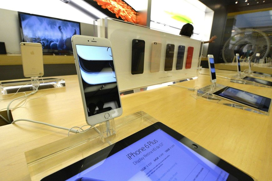 """""""iPhone 6 Plus"""" parduodamas Italijoje"""