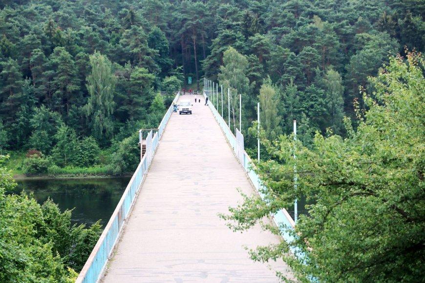 Dar šią vasarą kauniečiams vakarais eiti per Trijų mergelių tiltą bus jaukiau ir saugiau.