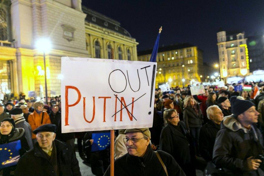 Protestai prieš Vladimiro Putino vizitą Budapešte.
