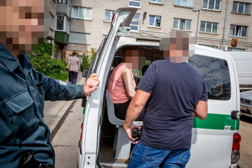Policijos operacijos metu pas daugiavaikę mamą aptikta heroino