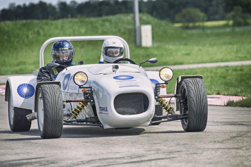 Sportinis automobilis gali išvystyti 170 km/val. greitį