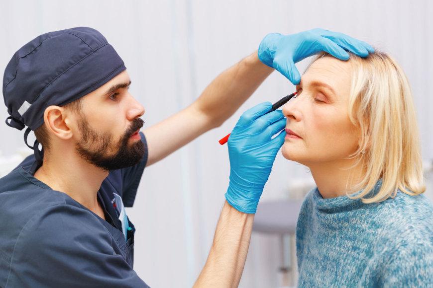 Chirurgo konsultacija prieš plastinę operaciją