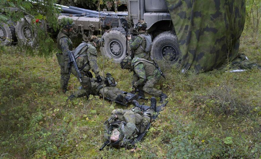 Suomijos kariai per pratybas