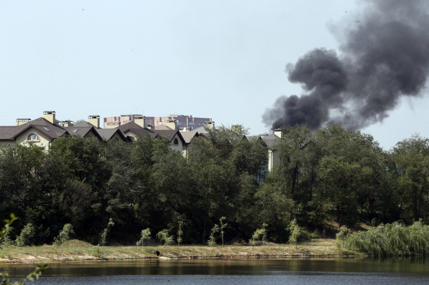 Virš Donecko kyla juodi dūmai