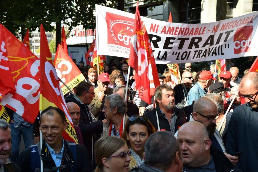 Protestai Prancūzijoje dėl darbo kodekso pataisų