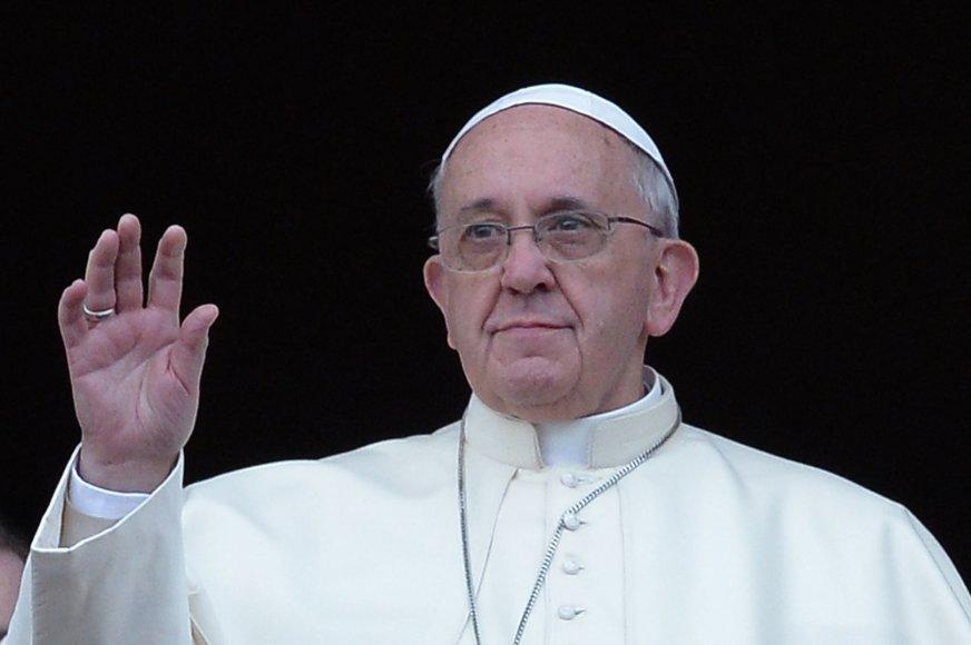 """Pirmoji popiežiaus Pranciškaus kalėdinė kalba """"Urbi et Orbi"""""""