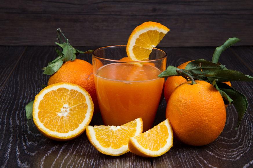 Šviežiai spaustos apelsinų sultys