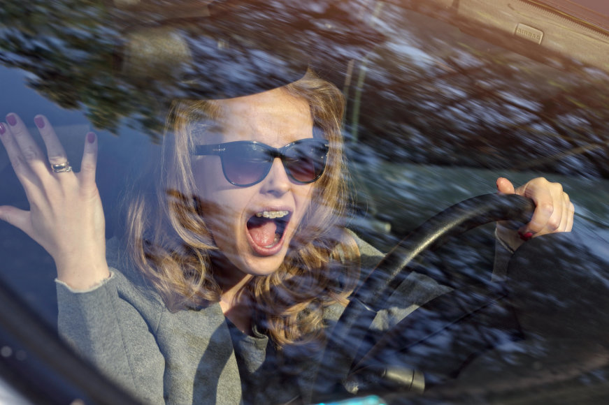 Moteris už vairo