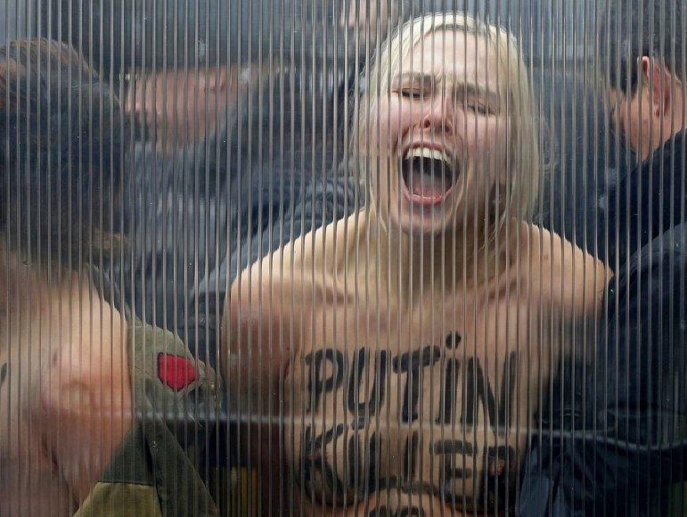 """Sulaikytos """"Femen"""" aktyvistės Briuselyje"""