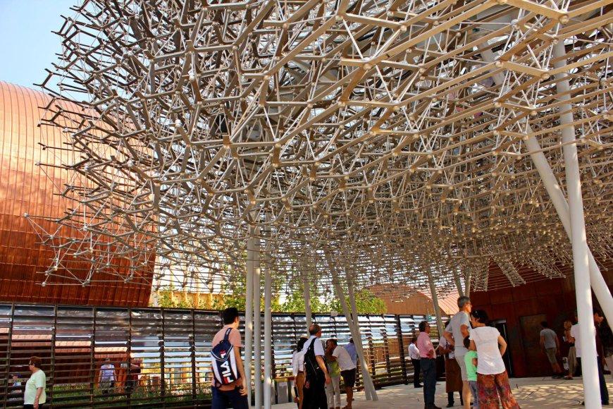 Metalinis Jungtinės Karalystės paviljonas – bičių spiečius