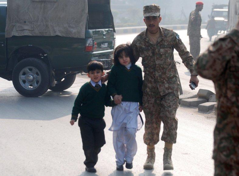 Iš mokyklos vedami vaikai