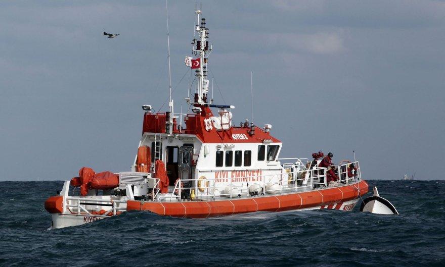 Turkijos pakrantės apsaugos pareigūnai vykdo paiešką nelaimės vietoje