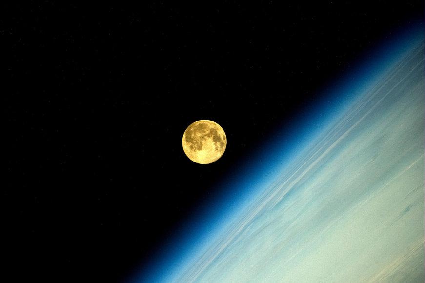 """""""Supermėnulis"""" kosmose"""