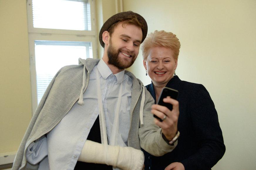 Prezidentė aplankė Vilniuje gydomą Euromaidano kovotoją