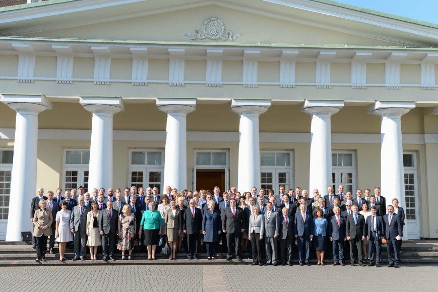 Dalia Grybauskaitė susitiko su Lietuvos ambasadoriais