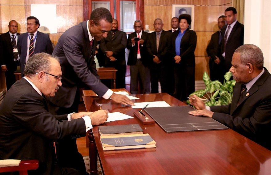 Papua Naujosios Gvinėjos premjeru vėl prisaikdintas Peteris O'Neillas