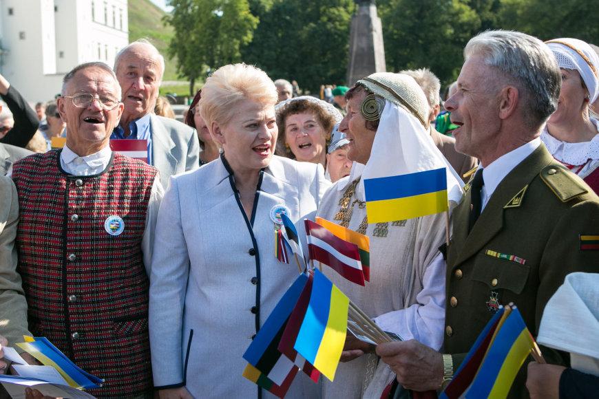 """Dalia Grybauskaitė """"Baltijos kelio sąšaukos"""" renginyje Katedros aikštėje"""