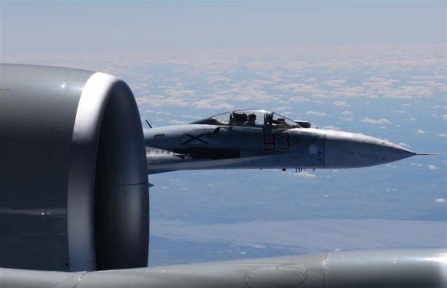 Rusų lėktuvas priartėjo prie amerikiečių lėktuvo