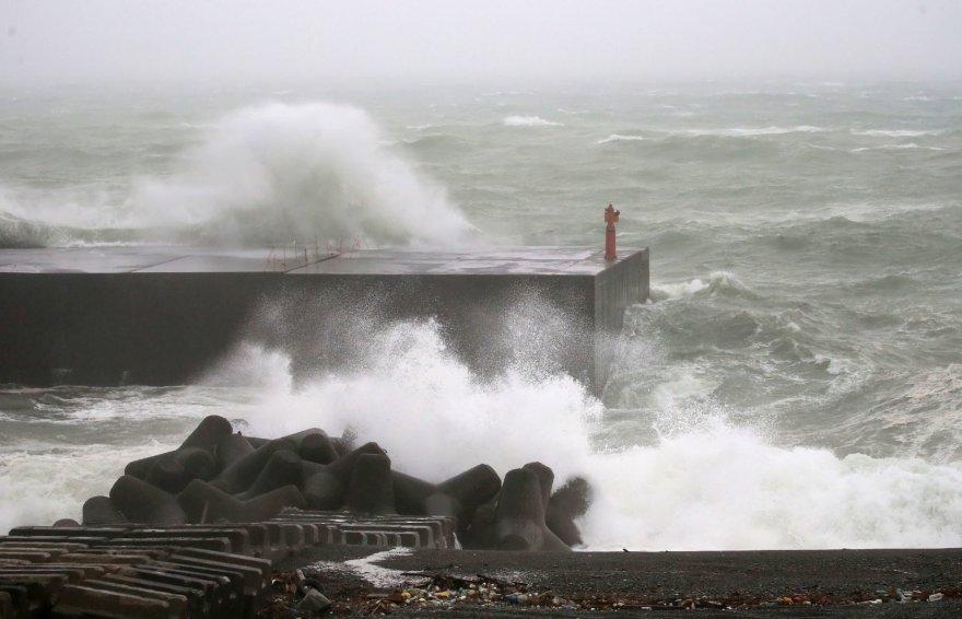 """Vakarų Japonijai smogė taifūnas """"Noru"""""""