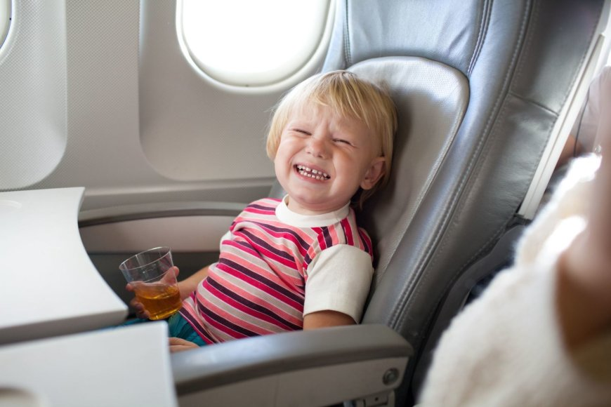 Lėktuve su vaiku