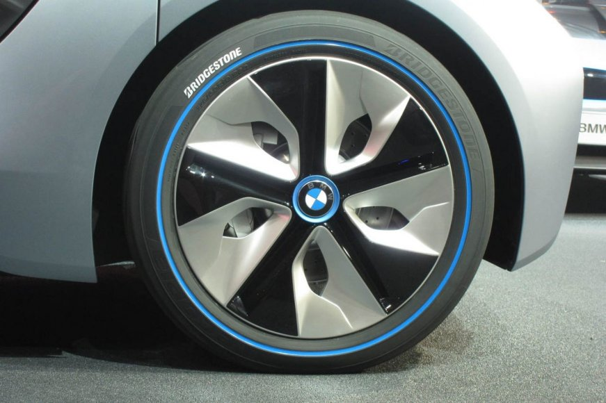 BMW i8 ratlankis
