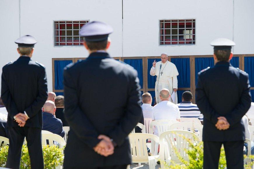 Popiežius kalėjime
