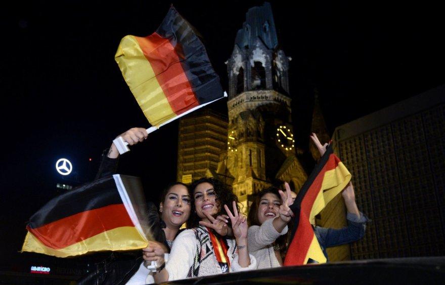 Vokietės švenčia rinktinės pergalę