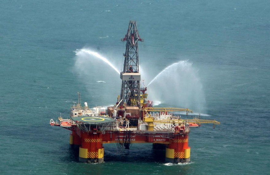 Irano naftos platforma Kaspijos jūroje