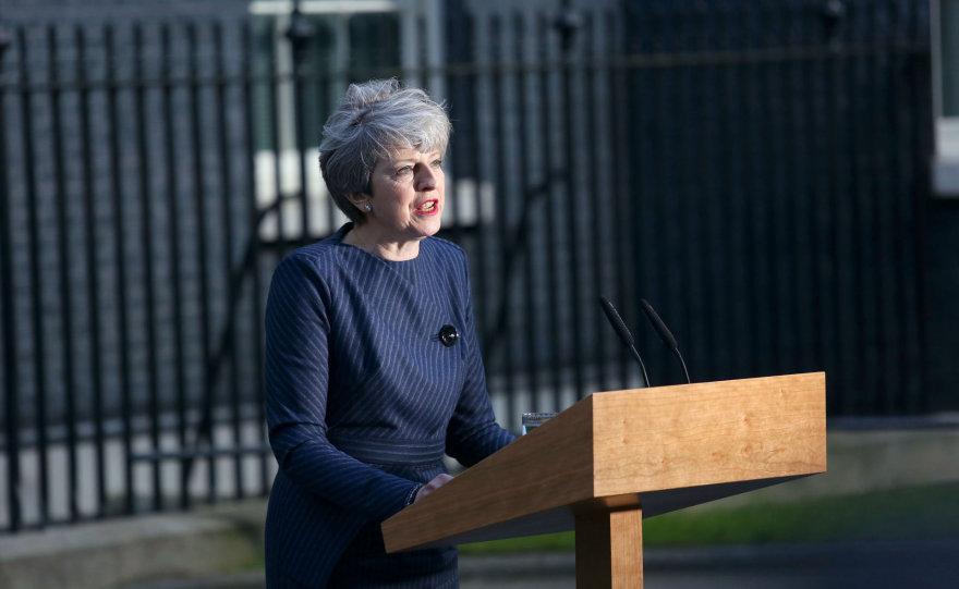 Theresa May skelbia pirmalaikius rinkimus
