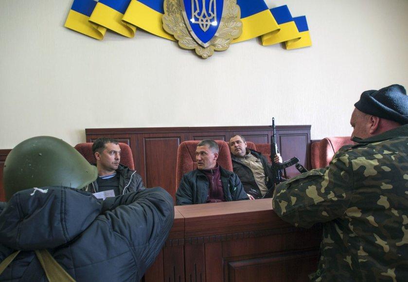 Prorusiški ginkluoti riaušininkai Luhanske