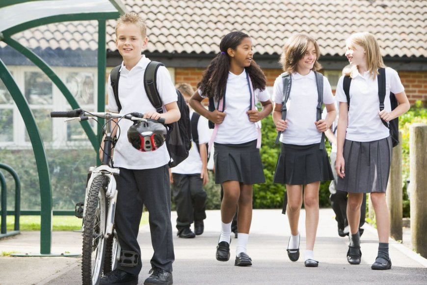 Didžiosios Britanijos mokykla uždraudė mergaitėms segėti sijonus