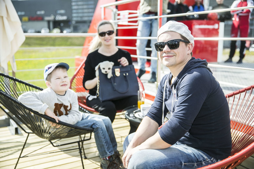 Viganto Ovadnevo/Žmonės.lt nuotr./Deividas Norvilas su šeima