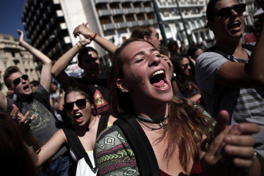 Graikijos studentai skanduoja šūkius proteste Atėnuose