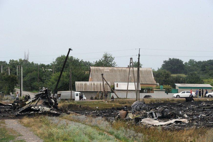 """Numušto """"Malaysia Airlines"""" lėktuvo nuolaužos Donecke, Ukrainoje."""