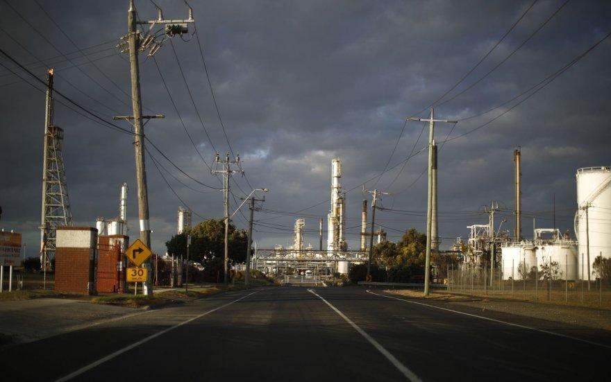 """Į """"Shell"""" naftos perdirbimo gamyklą vedantis kelias"""
