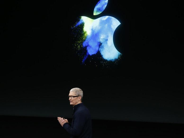 """""""Reuters""""/""""Scanpix"""" nuotr./Timas Cookas pristatinėja """"Apple"""" naujoves"""