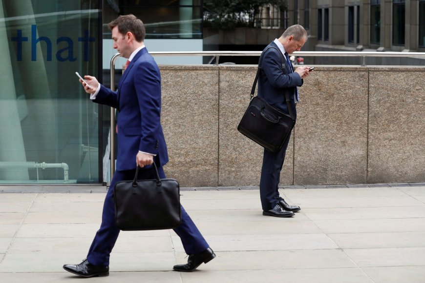 Telefonų ekranai užvaldę Londono gyventojus