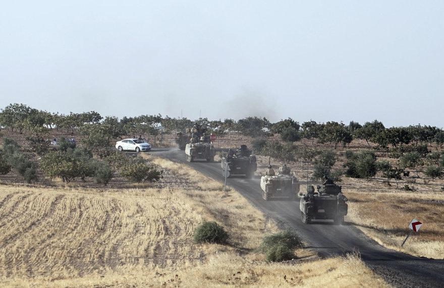 Turkijos tankai važiuoja į Siriją