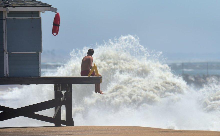Artėjantis uraganas Marie prie Kalifornijos krantų sukėlė didėles bangas