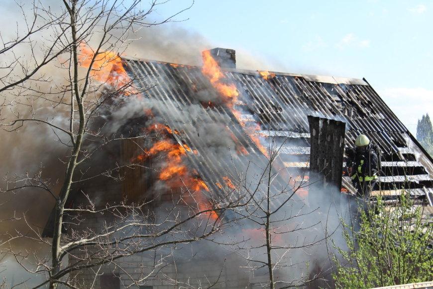 Namo gaisras Salininkuose