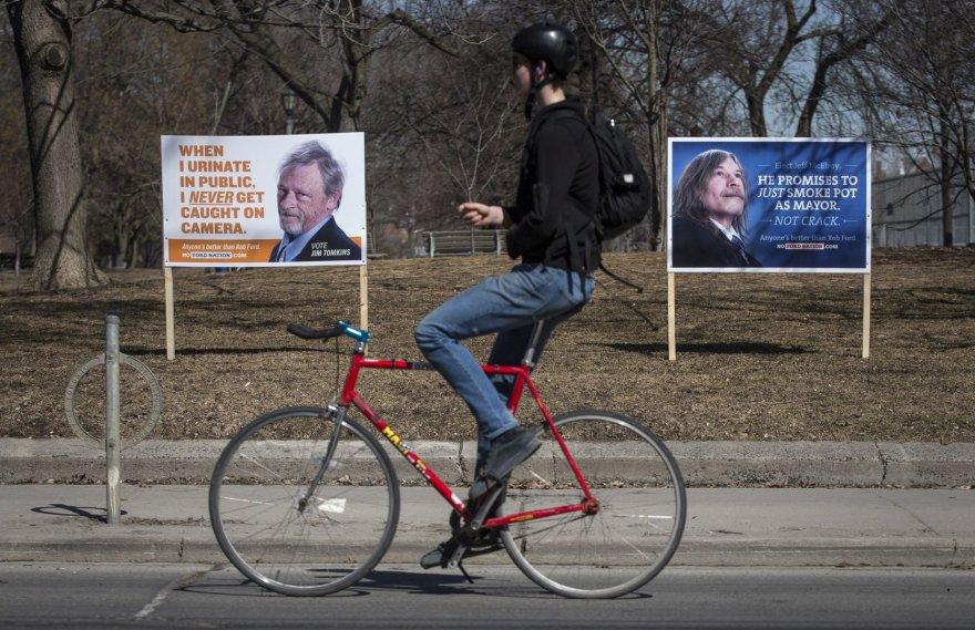 Toronto merą Robą Fordą pašiepiantys plakatai