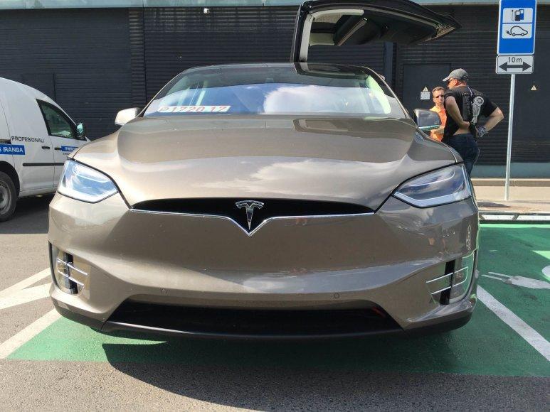 """""""Tesla Model X"""" Vilniuje"""