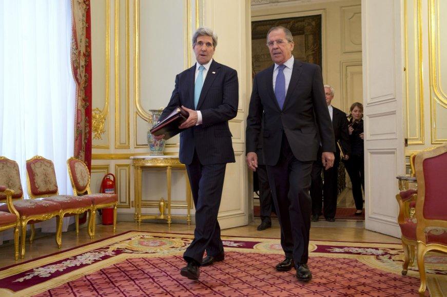 JAV sekretorius Johnas Kerry ir Rusijos užsienio reikalų ministras Sergejus Lavrovas