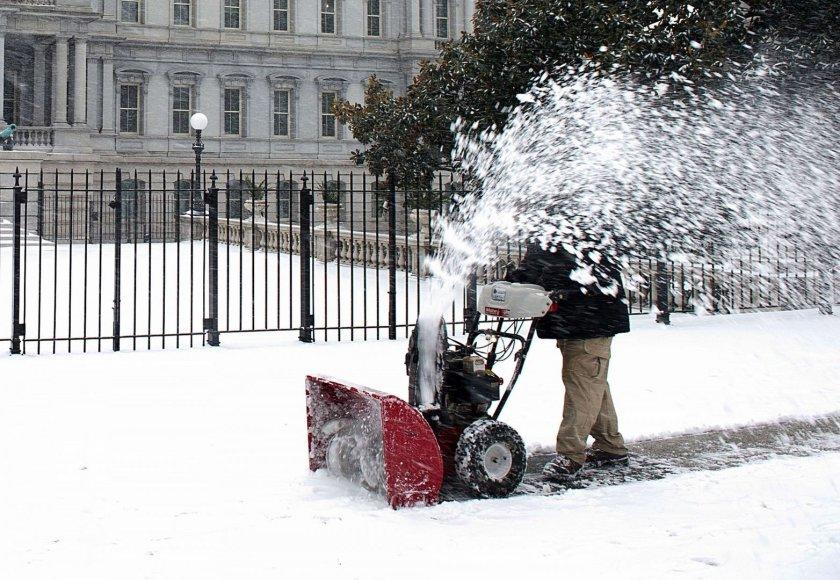 Vašingtone valomas sniegas